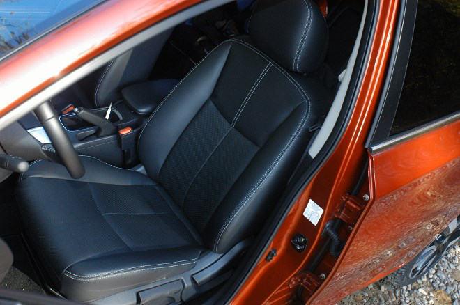 Nissan Pulsar 1.6 Test Vordersitze Leder, Ledersitze