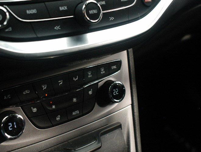 Opel Astra Fünftürer Mittelkonsole