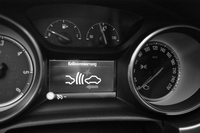 Opel Astra Fünftürer Kollisionswarner