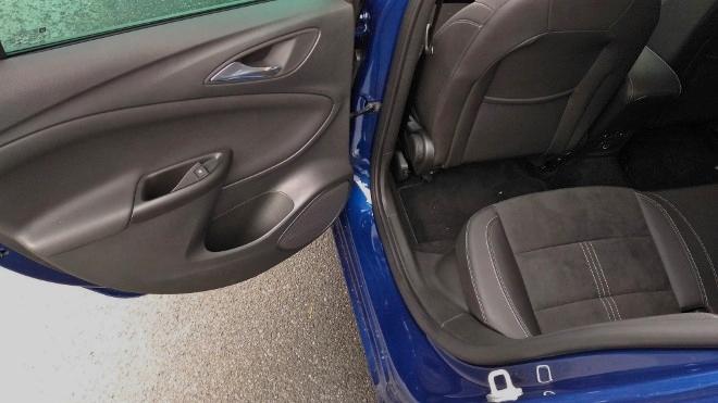 Opel Astra Facelift 8-Gang-Automatik Sitze hinten