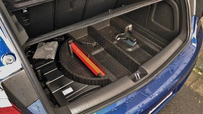 Opel Astra Facelift 8-Gang-Automatik Bodenmfach im Kofferraum