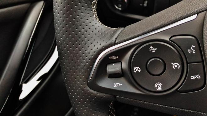 Opel Astra Facelift 150 PS 8-Gang-Automatik Lenkrad Tasten