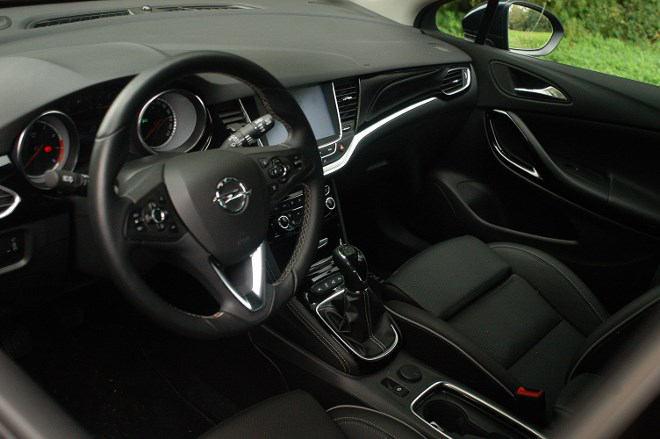 Opel Astra Sports Tourer Armaturenbrett