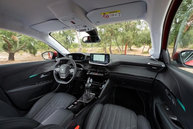Peugeot 208 Armaturennbrett und Sitze