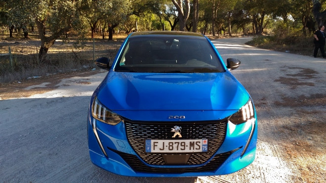 Peugeot 208 neu, in blsu, front