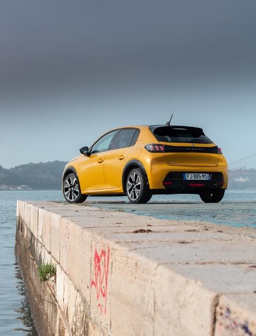 Peugeot 208 neu in gelb