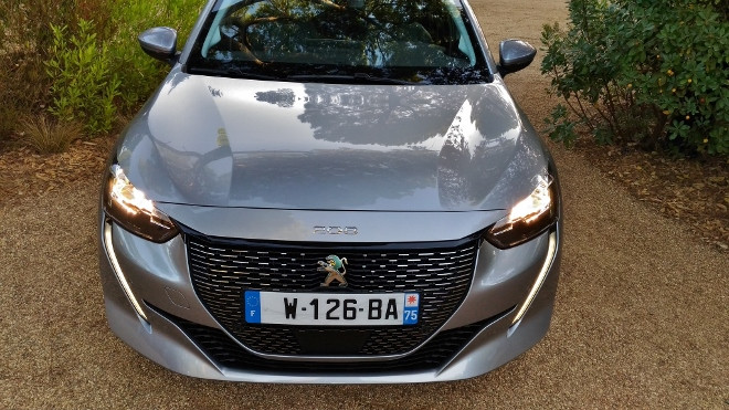 neuer Peugeot 208 Elektro, 208e in grau