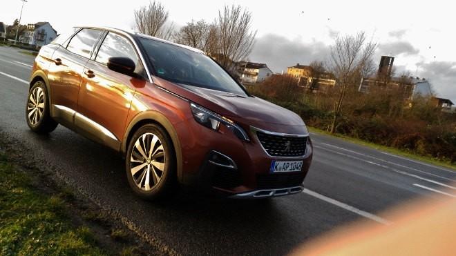 Peugeot 3008 braun, Seite, Front