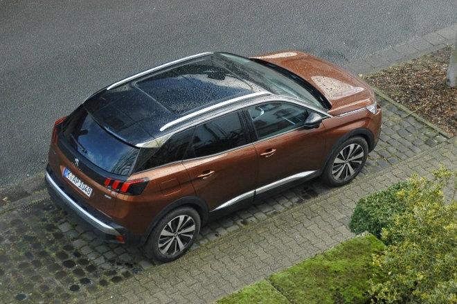 Peugeot 3008 braun, von oben, Seite
