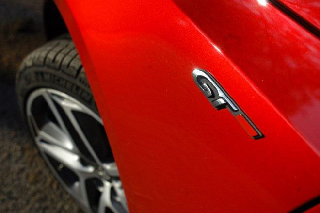 Peugeot 308 GT Rot Emblem