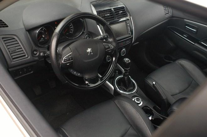 peugeot-4008-diesel-cockpit