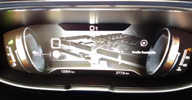 Peugeot 5008 GT Navigationskarte i Cockpit