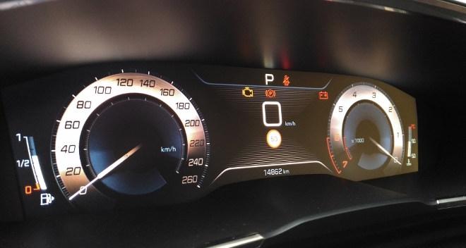 Peugeot 508 GT Tacho und Instrumente