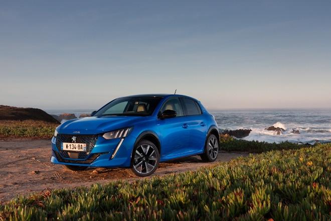 neuer Peugeot 208 Elektro, 208e in blau, im ersten Test