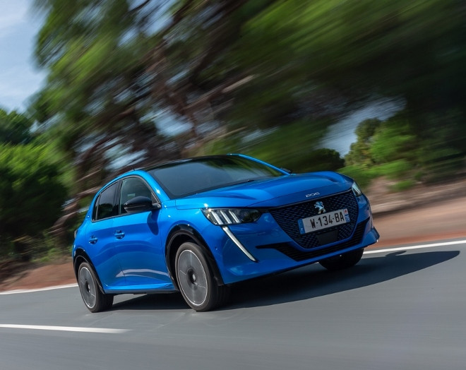 neuer Peugeot 208 Elektro, 208e in blau