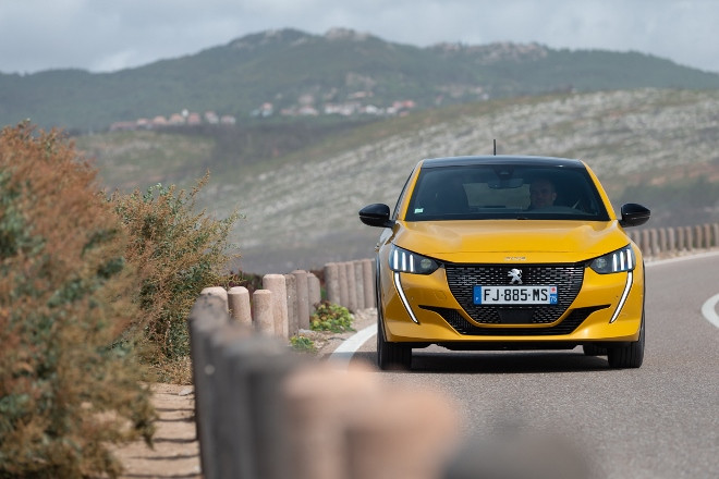 Neuer Peugeot 208 in gelb, front