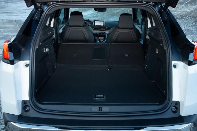 Peugeot 3008 Hybrid4 herunter geklappte Lehne, Kofferraum