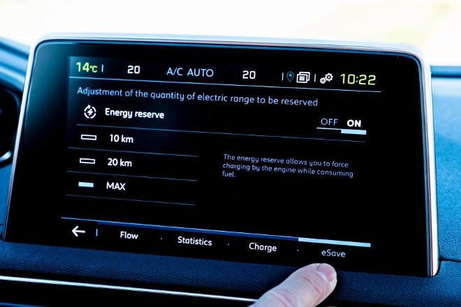 Peugeot 3008 Hybrid Energy Save display