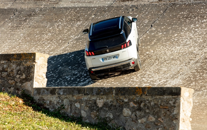 Peugeot 3008 Hybrid Plugin weiss, Heck
