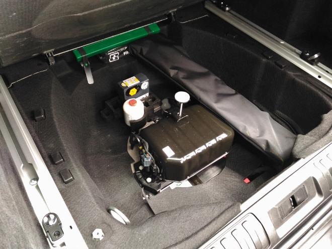 Range Rover Sport P400 Luftfederung Kompressor im Kofferraum