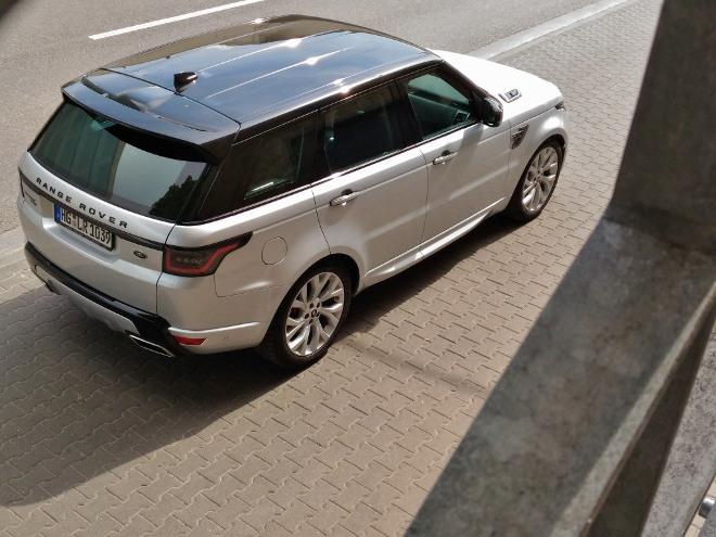 Range Rover Sport P400 silbern, schwarzes Dach