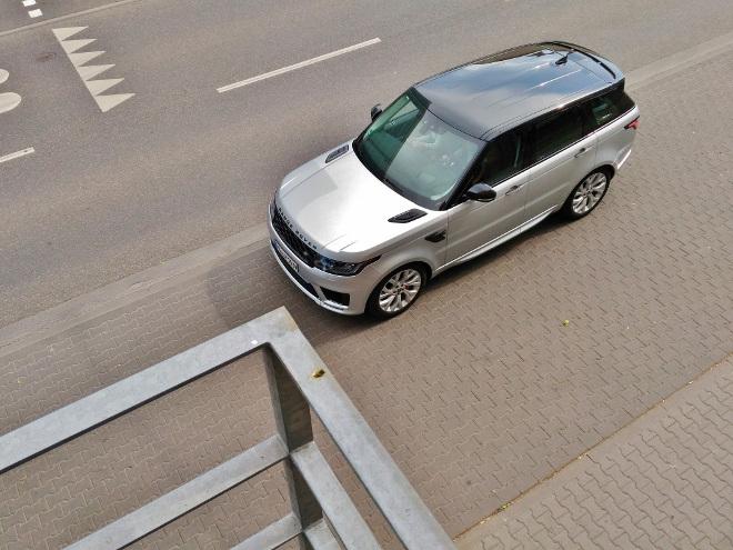 Range Rover Sport P400 Zweifarblackierung silber und schwarz
