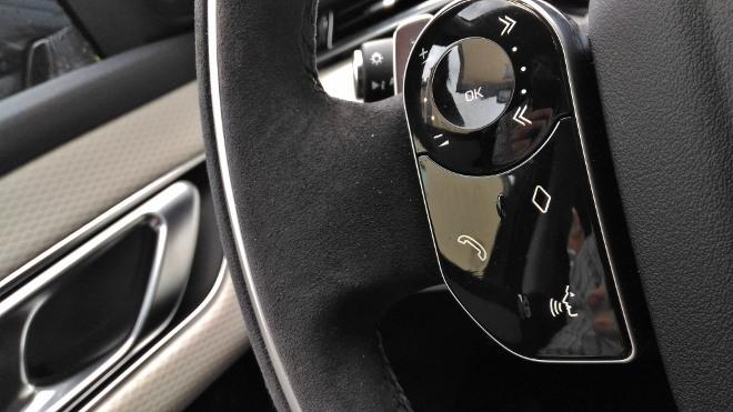 Range Rover Velar Tasten am Lenkrad