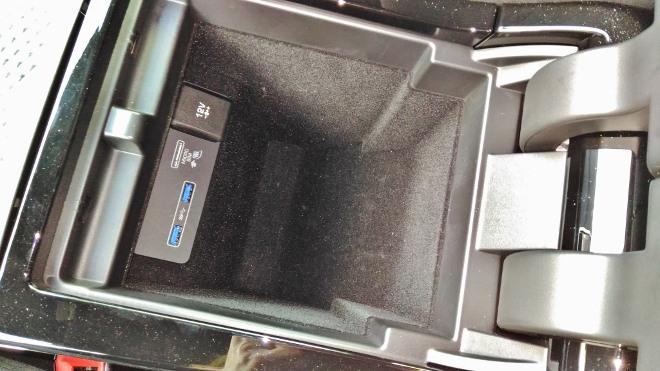 ange Rover Evoque 2 Mittelfach zwischen den n Vordersitzen