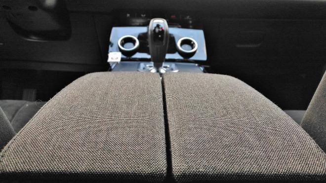 Range Rover Evoque neuer: MIttelfach und Stoffbezug