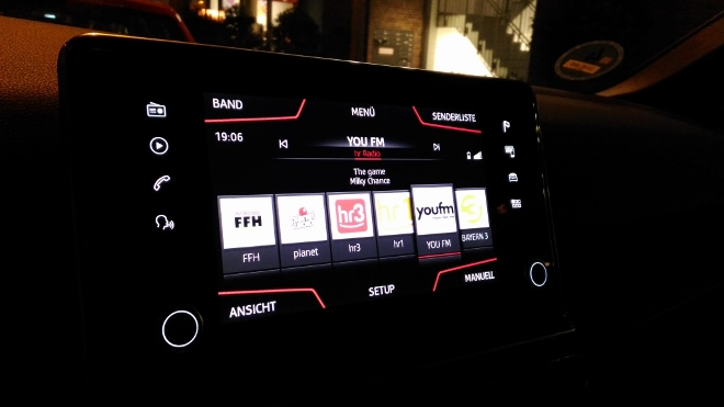 Seat Tarraco SUV Bildschirm Nachts