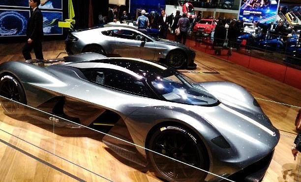 Sportwagen auf der Automesse Genf 2017, aston Martin