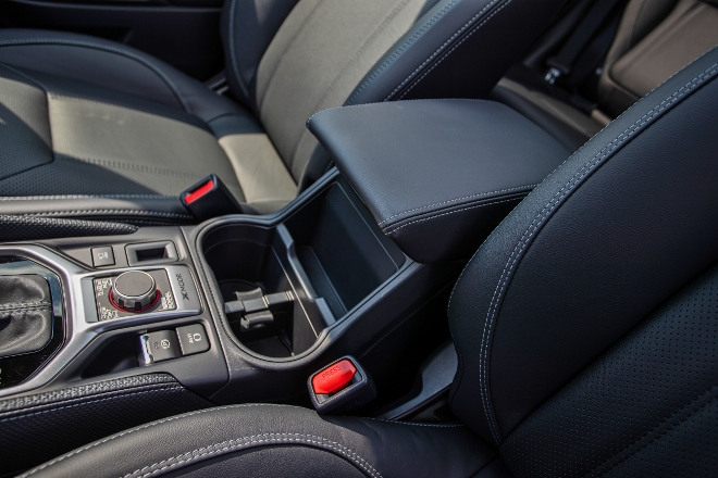 Subaru Forester Hybrid e Boxer Armölehne und Ablagen dre Mittelkonsole
