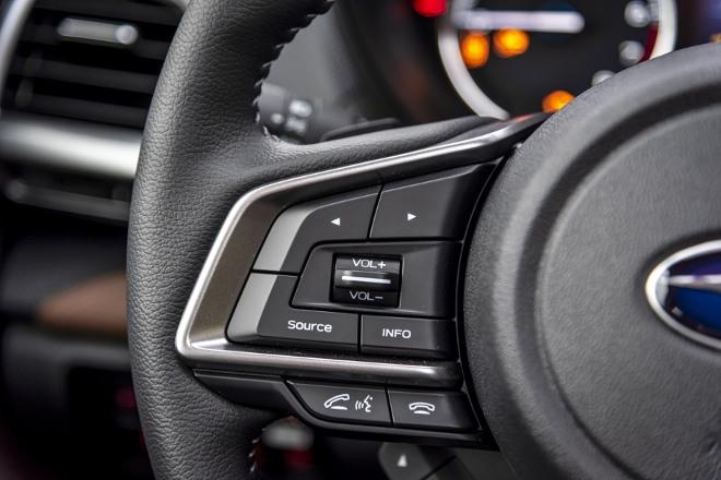Subaru Forester Hybrid e Boxer Tasten am Lenkrad