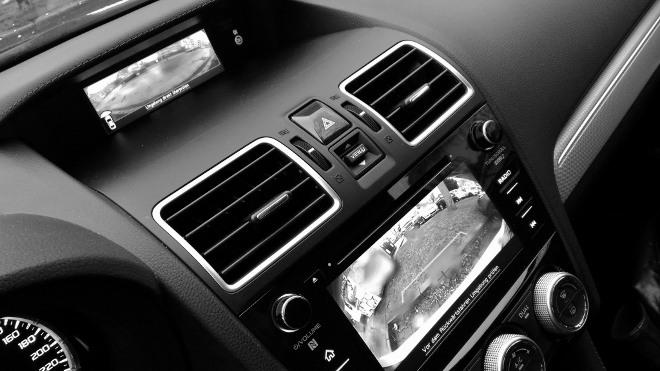 Subaru Levorg Facelift zwei Bildschirme Kamera