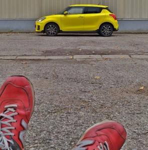 Suzuki Swift Sport 2019 in der Seitenansicht in gelb, sportliche Kleinwagen