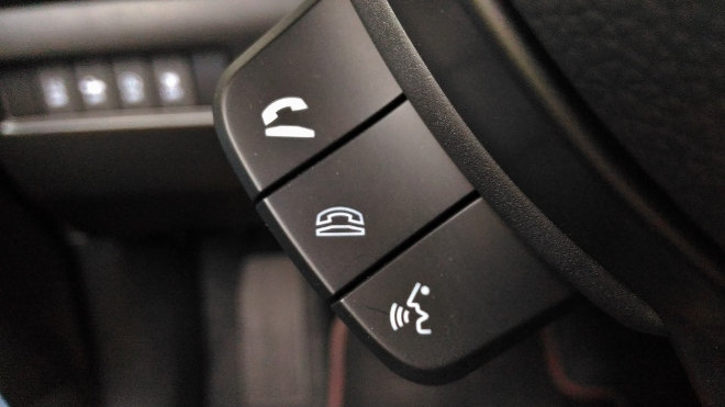 Suzuki Swift Sport Telefon Tasten am Lenkrad