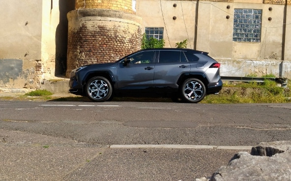 RAV4 Plug in Hybrid Test