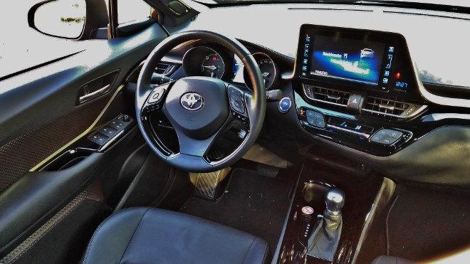 Toyota C-HR Hybrid Armaturenbrett
