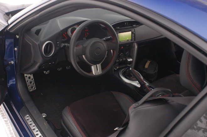 toyota-gt86-innenraum-cockpit