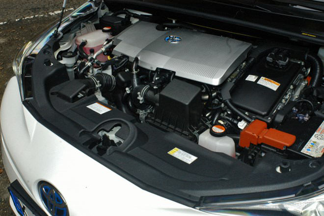 toyota-prius-4-motor-2017