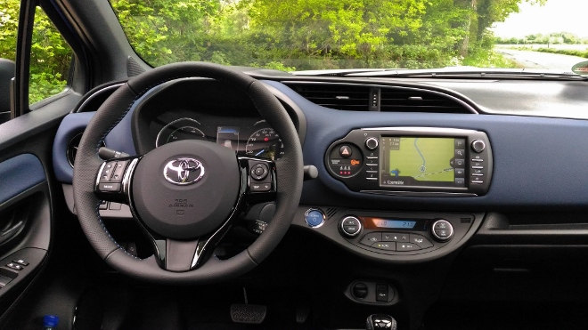 Toyota Yaris Hybrid 2017 Armaturenbrett