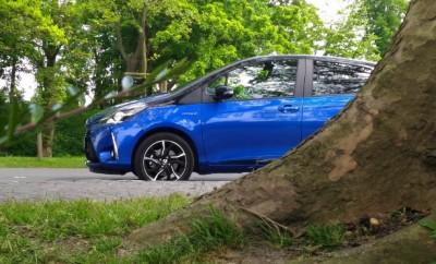 Toyota Yaris Hybrid 2017 blau