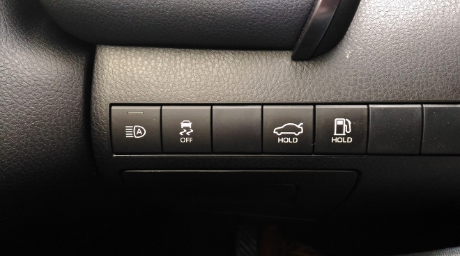 Toyota Camry Hybrid Tasten von Tank und Kofferraum