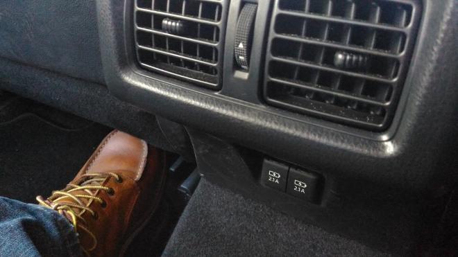 Toyota Camry Hybrid Steckdose Sitzbank