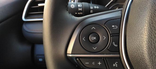 Toyota Camry Hybrid Lekrad und Taten der Sprachbedioenung