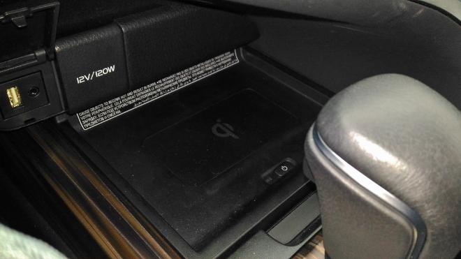 Toyota Camry Hybrid Handy Ladestation