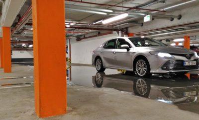 Toyota Camry Hybrid in Silbern