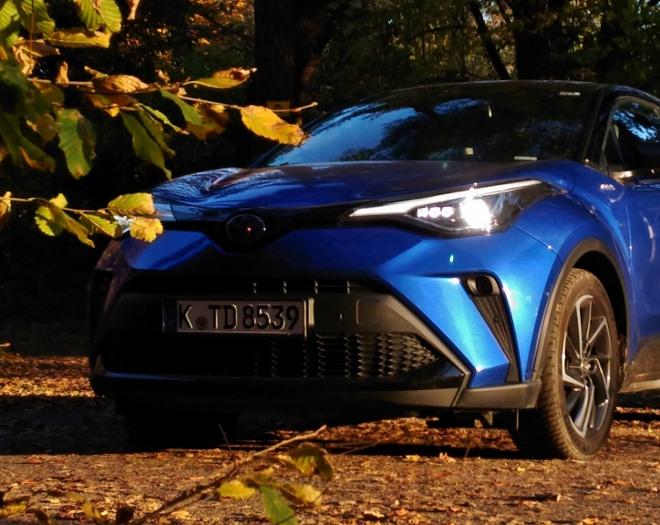 blauer Toyota C-HR Hybrid 2.0 184 PS Front