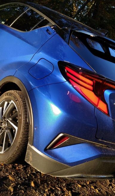Blauer Toyota C-HR Hybrid 2.0 184 PS Facelift