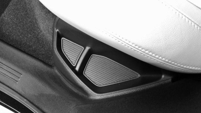 Volvo XC40 Fach seitlich von der Sitzbank